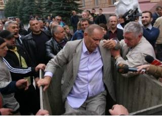 Буковинский главврач оказался в мусорке (видео)